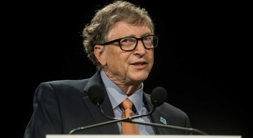 Here's Why Bill Gates Still Prefers Android Instead of iPhone