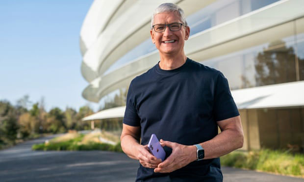 Apple comes out swinging in the duel of the data titans