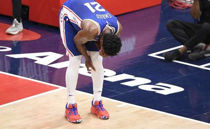 Embiid leaves with sore knee, 76ers lose to Wizards 122-114