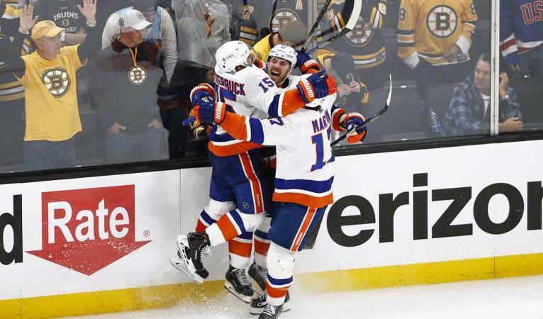 Cizikas' OT goal lifts Islanders past Bruins 4-3 in Game 2