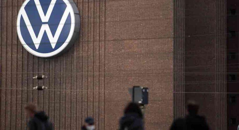 Former VW, Audi bosses to pay Volkswagen millions over Dieselgate
